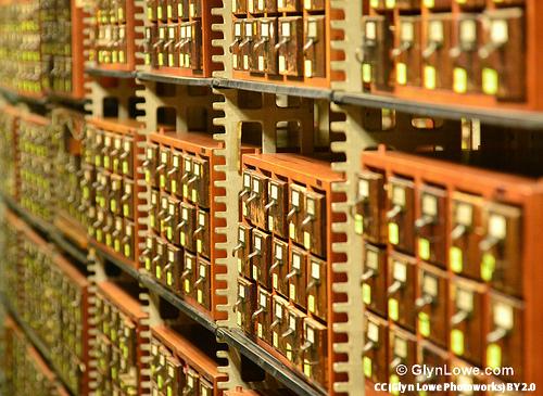 Bibliotecas CC (Glyn Lowe Photoworks) BY 2.0 - E